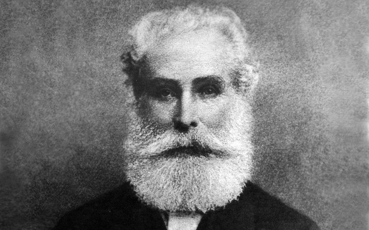Michael Thonet začal s ohýbáním nábytku experimentovat ve třicátých letech 19. století a v roce 1841 poprvé představil ohýbaný nábytek veřejnosti. Zájem o jeho nábytek byl obrovský a události nabraly rychlý spád – nejprve si založil dílnu ve Vídni, o pár let později továrnu v moravských Koryčanech a díky velkým úspěchům se firma rychle rozšířila i o závody v Bystřici pod Hostýnem a Vsetíně, později také o továrny v Německu. | z archivu TON a.s.