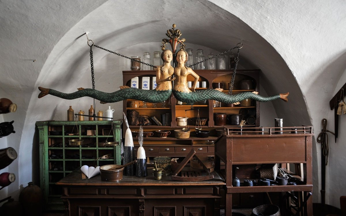 Muzeum v domku je zpřístupněno od roku 1972. Navštívit můžete tři místnosti – obytnou světničku, kupecký krám a expozici ve třetí místnosti, která přibližuje osobnost F. V. Heka. | © René Volfík