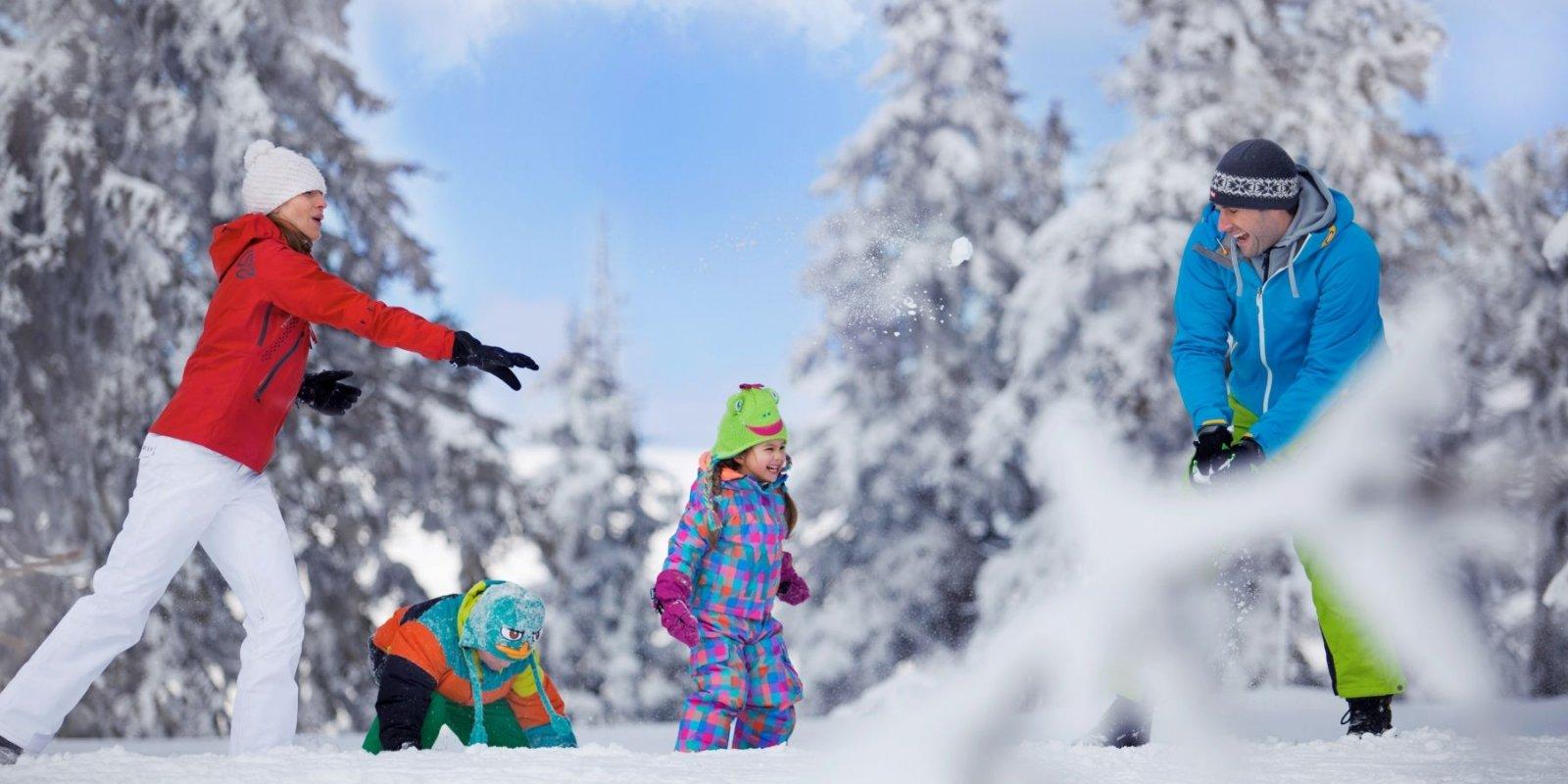 Skiareál Mariánky je ideálním místem pro zimní rodinnou dovolenou. Sotva pár set metrů od hlavní kolonády Mariánských Lázní si můžete užít skutečné zimní radovánky.