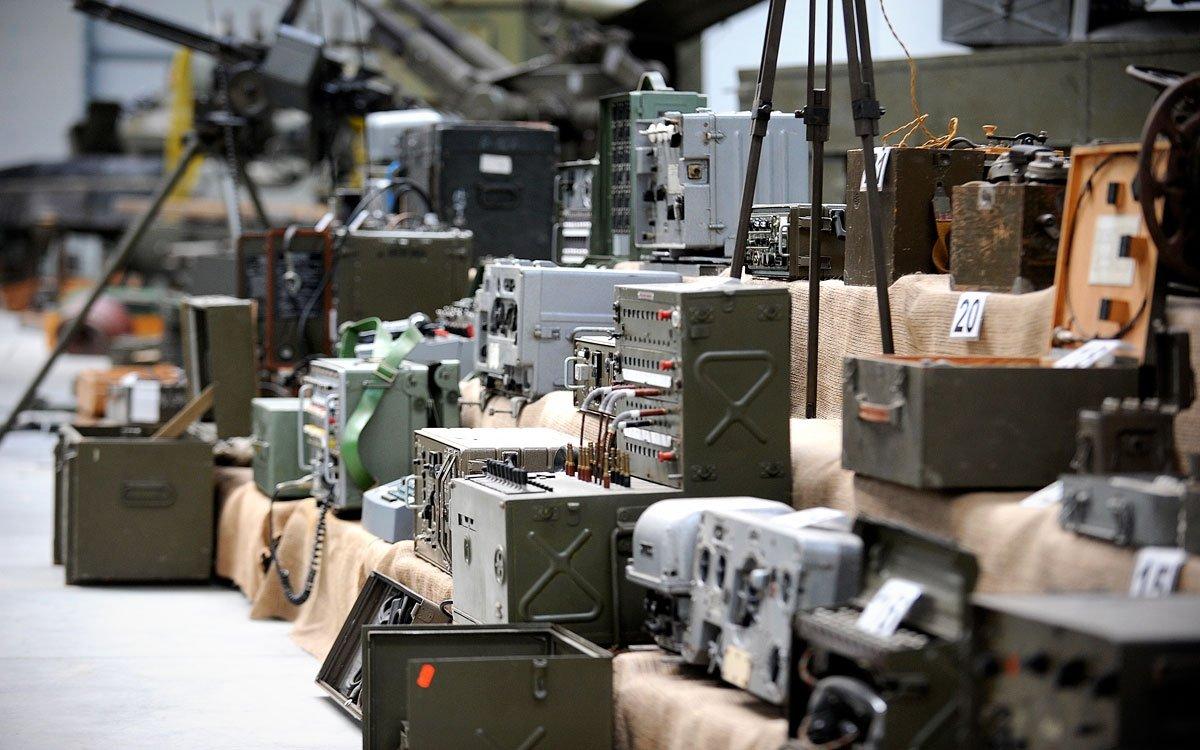 Zajímavým místem je také Vojenské muzeum poblíž tvrze Hůrka. Ve zrekonstruované hale najdete ukázky pěchotních zbraní, děl, munice i výstroje vojáků. Ve venkovní expozici je k vidění více jak 60 kusů velké vojenské techniky – tanky, samohybná děla, obrněné transportéry, nákladní a terénní vozidla či ukázky protitankových a protipěchotních překážek. | archiv Králický Sněžník, o.p.s.