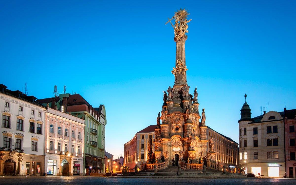 Morový sloup Nejsvětější Trojice v Olomouci je od roku 2000 zapsaný na seznam světového dědictví UNESCO. Je největším seskupením barokních soch v celé střední Evropě, pro obyvatele města má ale také velice symbolický význam. | © Dreamstime
