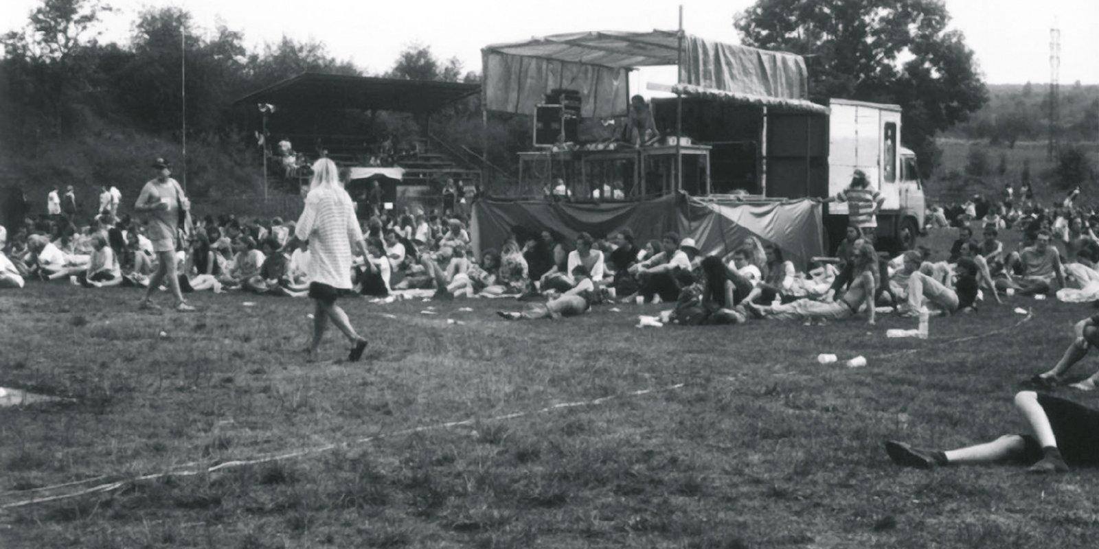 První ročník festivalu navštívilo 1100 návštěvníků, jejich počet od té doby vzrostl téměř pětadvacetkrát.