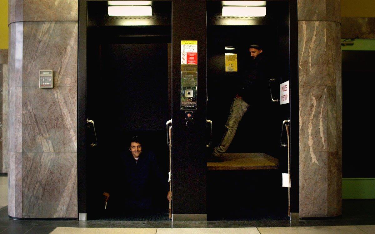 V budově najdeme kromě Baťova výtahu čtyři rychlovýtahy, páternoster, nákladní výtah a jeden výtah určený jen pro hosty. Celou budovou prochází hlavní schodiště se 439 schody. | z archivu seriálu Lovci zážitků