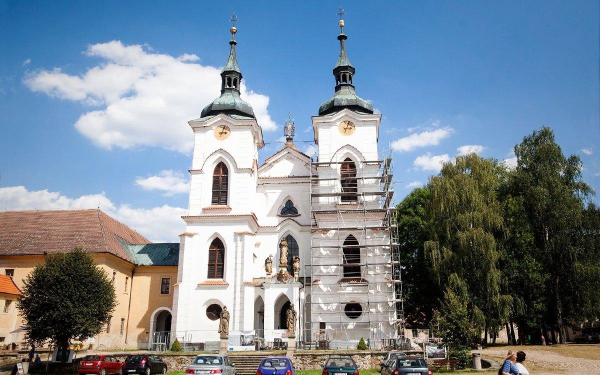Po šestadevadesátileté přestávce želivští mniši obnovili v klášteře výrobu piva a zaměřují se převážně na speciální druhy zlatavého moku, které pojmenovávají podle bývalých představených kláštera. Jako první opustilo v roce 2010 zdi kláštera patnáctistupňové pivo pojmenované Gotšalk po prvním opatovi z 12. století. | © Eva Kořínková