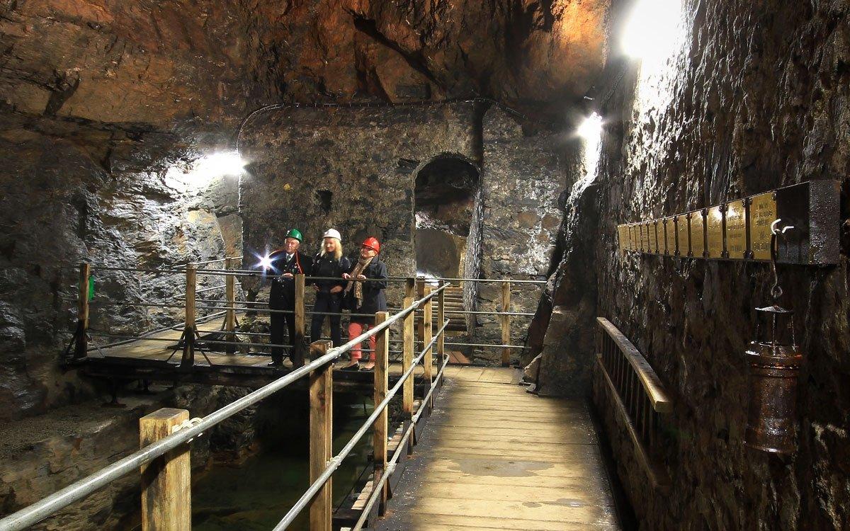 Historii zdejší těžby přibližuje hornické muzeum ve štole Ondřej Šlik. Labyrint chodeb vytesaných ve skále dokáže vyvolat tu pravou atmosféru míst, kde se v potu tváře dobýval lesklý kov. | © Jiří Koptík