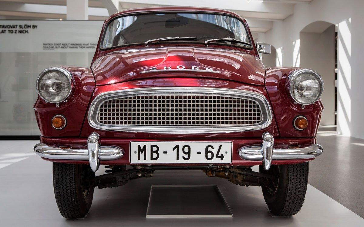 Navzdory počátečním velkým úspěchům firmy Laurin & Klement došlo roku 1925 k fúzi s plzeňskými Škodovými závody a po dvaceti letech výroby automobilů začaly z místních montážních linek sjíždět vozy značky Škoda. | © Dreamstime