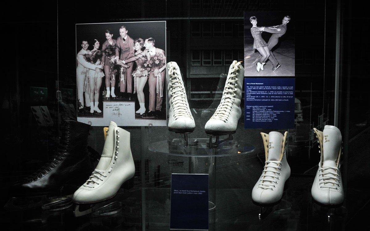 V 60. letech se firma začala specializovat na výrobu sportovní obuvi a zrodily se legendární botasky – neboli BOTA-Sportovní. V botaskách získali českoslovenští volejbalisté stříbrné medaile na olympiádě v Tokiu, osvědčily se na maratónských tratích Emilu Zátopkovi, při skocích na lyžích Jiřímu Raškovi i na ledové ploše sourozencům Romanovým. Obuv se neustále zdokonalovala, vyvíjely se nové modely a v roce 1974 měla Botana v kolekci již 230 typů obuvi pro téměř všechna sportovní odvětví. | © René Volfík