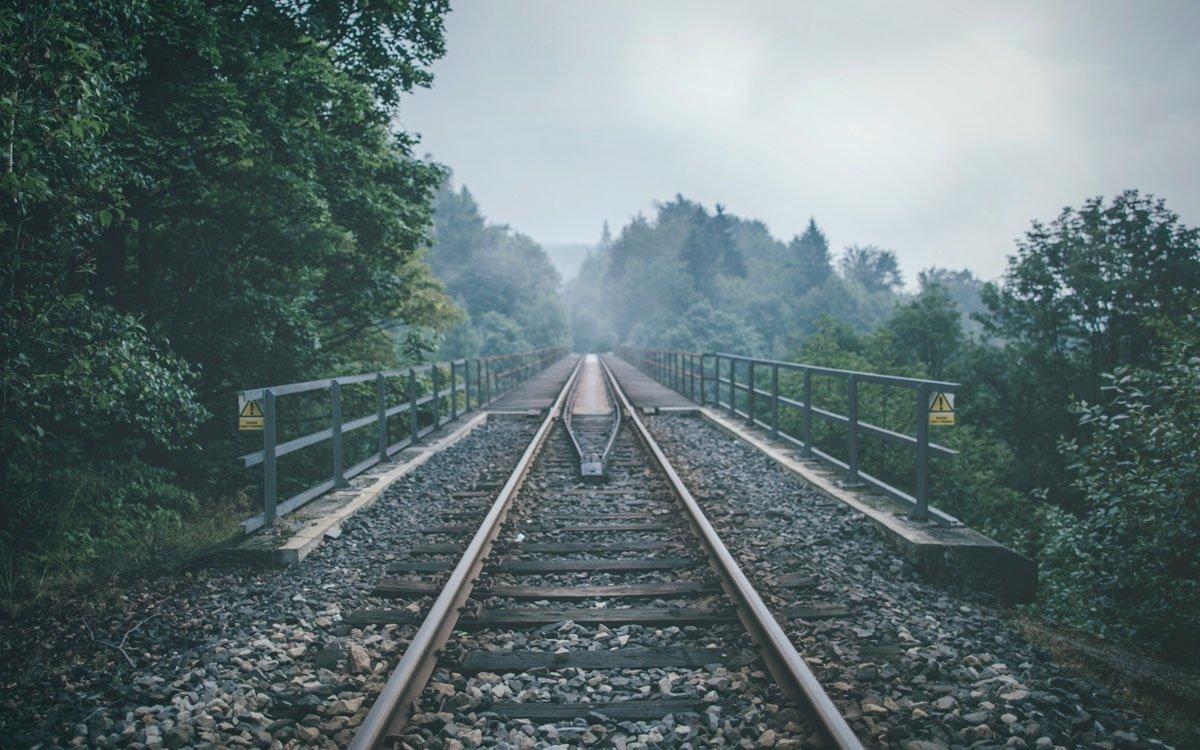 Teplický Semmering sloužil zpočátku hlavně k přepravě hnědého uhlí do Saska. Dnes je pro své četné zatáčky, viadukty a tunely oblíbeným dopravním prostředkem turistů mířících do Krušných hor. | © Petr Hricko