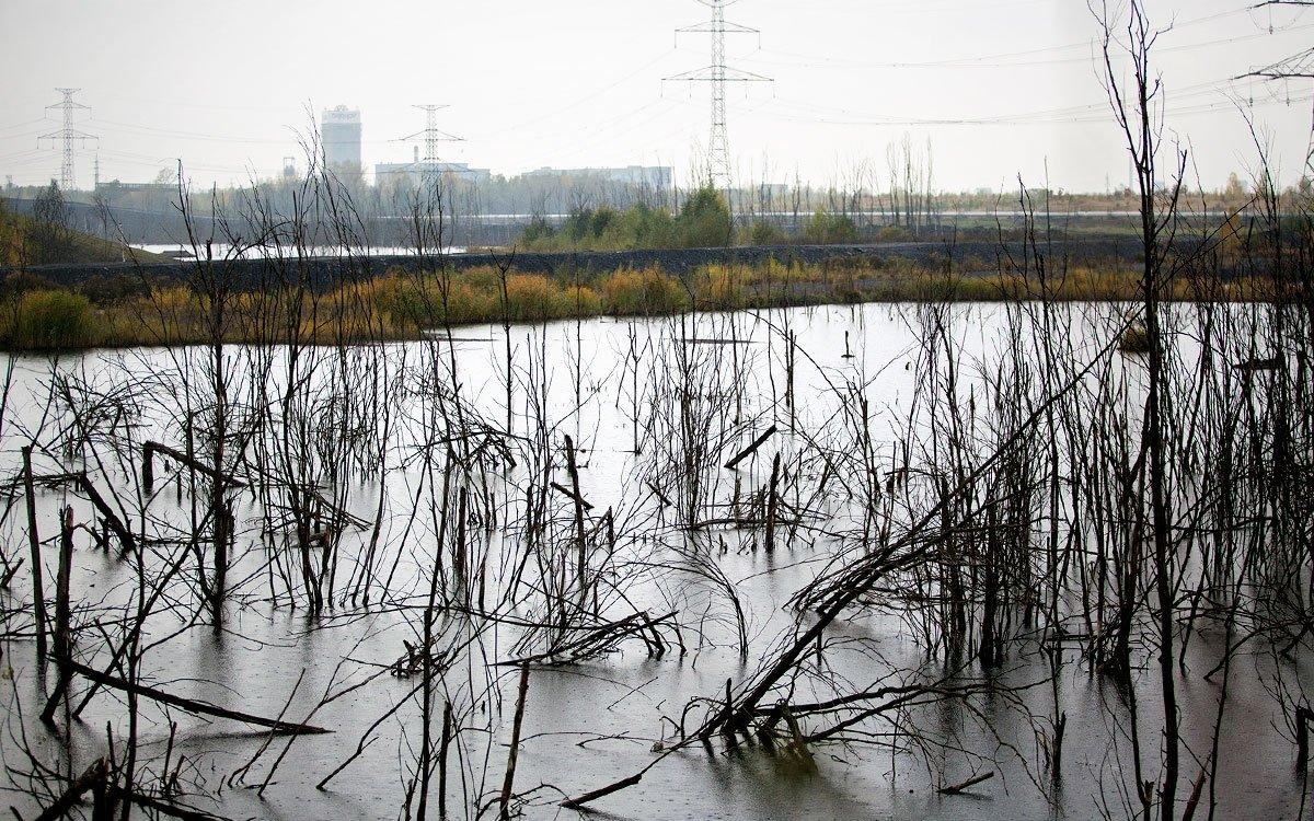Okolí Karviné je důsledkem intenzivní těžby černého uhlí syrovou měsíční krajinou, které však nechybí industriální půvab. | © Eva Kořínková