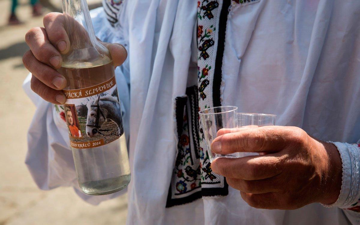 K tradiční lidové slavnosti patří samozřejmě i alkohol. Vlčnov se v této souvislosti může pochlubit ještě jednou zajímavostí. V roce 2010 tu bylo otevřeno specializované muzeum lidových pálenic, patrně první svého druhu na světě. | © Lukáš Žentel, z archivu CzechTourism