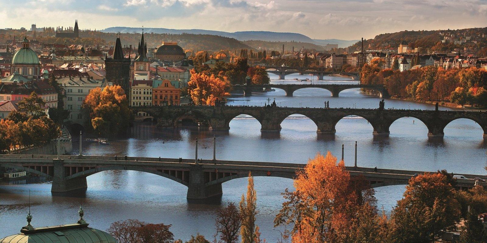 Výhled na Nové Město Pražské a úchvatné mosty přes Vltavu  © Libor Sváček