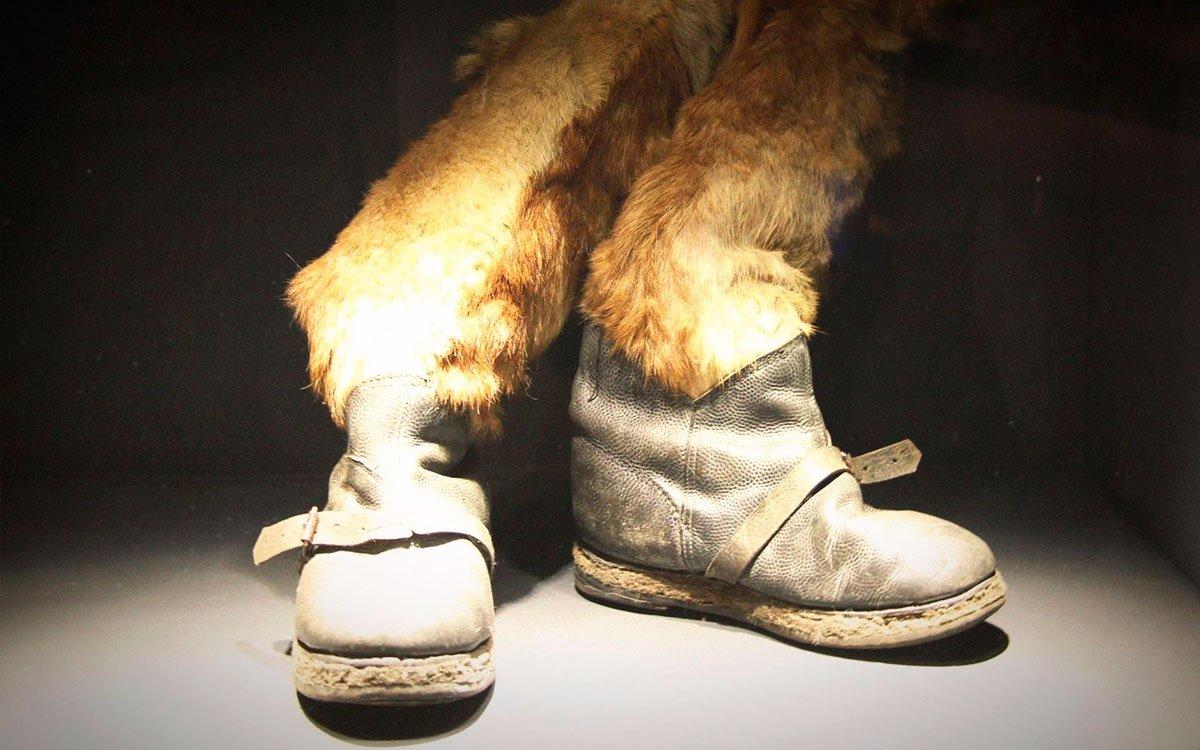 Boty, které si příslušník wehrmachtu původem z Hlučínska vyrobil u Stalingradu ze psí kůže. | © Appelpay