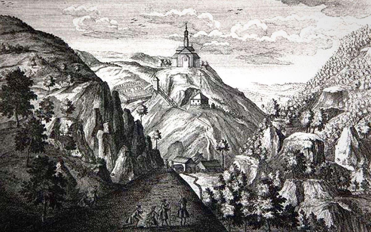 Chátrající kostelík sv. Prokopa byl v roce 1966 odstřelen kvůli sousednímu vojenskému prostoru. Svůj název, ostatně jako celá tato oblast, dostal podle sv. Prokopa, který podle pověsti žil v nedaleké jeskyni.