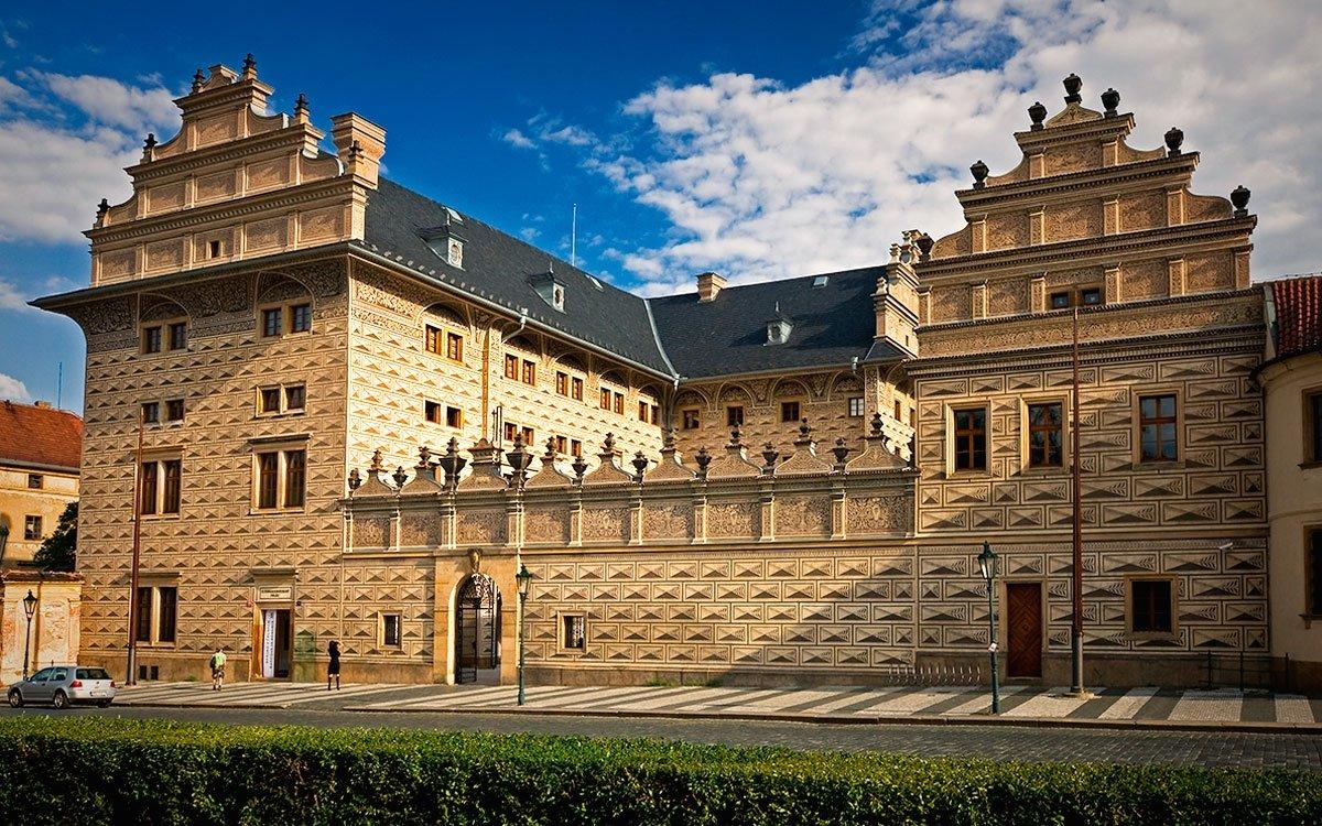 Schwarzenberský palác na Hradčanském náměstí. Zde ve druhém patře se Tycho de Brahe údajně zúčastnil své legendární poslední večeře. Dnes v paláci sídlí Národní galerie. | archiv Photo-Prague (COEX)