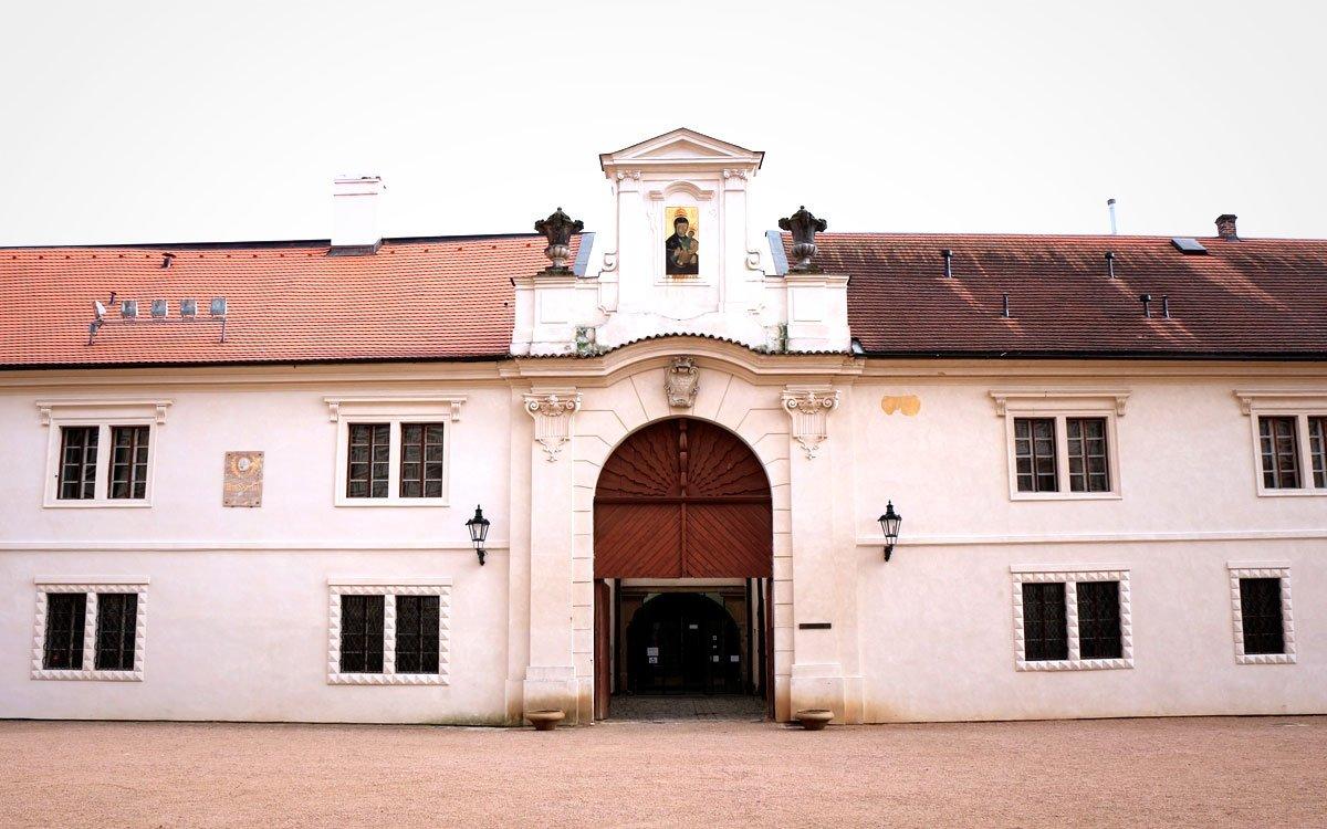 V těsném sousedství litomyšlského zámku, který je od roku 1999 zapsán na seznamu světového dědictví UNESCO, stojí zámecký pivovar, kde dnes můžete navštívit stálou expozici v rodném bytě jednoho z našich největších skladatelů Bedřicha Smetany. | © sius