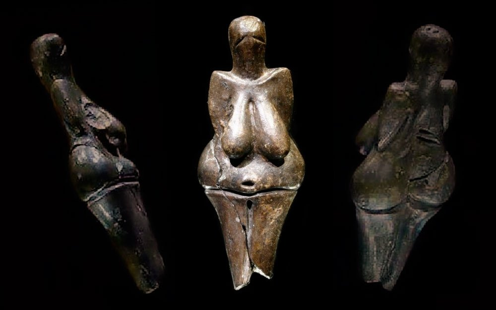 Model ženské postavy z Dolních Věstonic je nejstarší dochovanou keramickou soškou lidské postavy na světě.