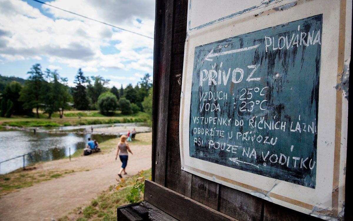 Nostalgickou atmosféru pravého českého retro wellness si zamiluje každý, kdo okusí říční lázně Senohraby. | © Eva Kořínková