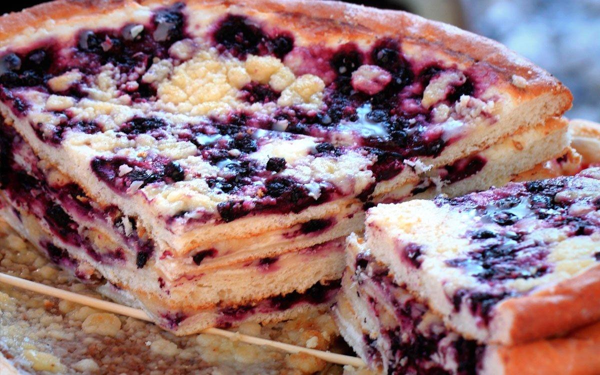 Frgály se na Valašsku ke slavnostním příležitostem pečou i dnes. Zakoupit je v místních obchodech a pekařstvích ale můžete celoročně – jde přece jen o krajovou specialitu, o kterou pohostinní Valaši návštěvníky nechtějí ochudit. A tak až přijedete na Valašsko, rozhodně si nenechte tuto lahůdku ujít!   © Dreamstime