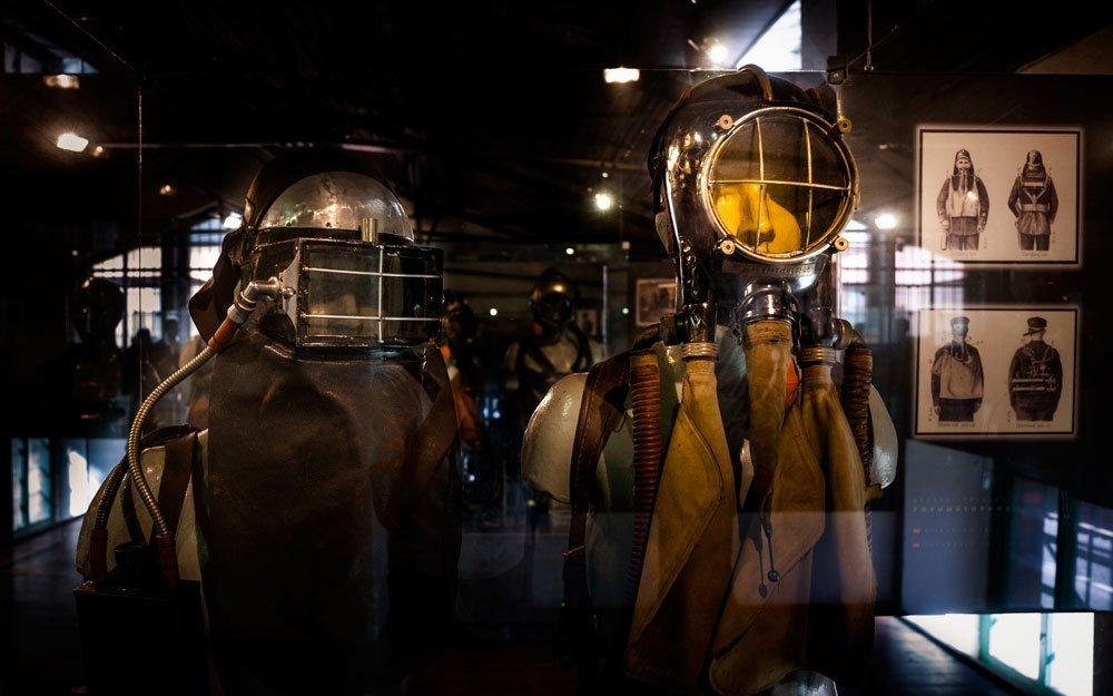 Landecká expozice důlního záchranářství patří mezi největší svého druhu na světě a objevíte tu třeba dochovaný dýchací přístroj z roku 1884 nebo potápěčskou soupravu z roku 1920. | © Yan Plíhal, AnFas