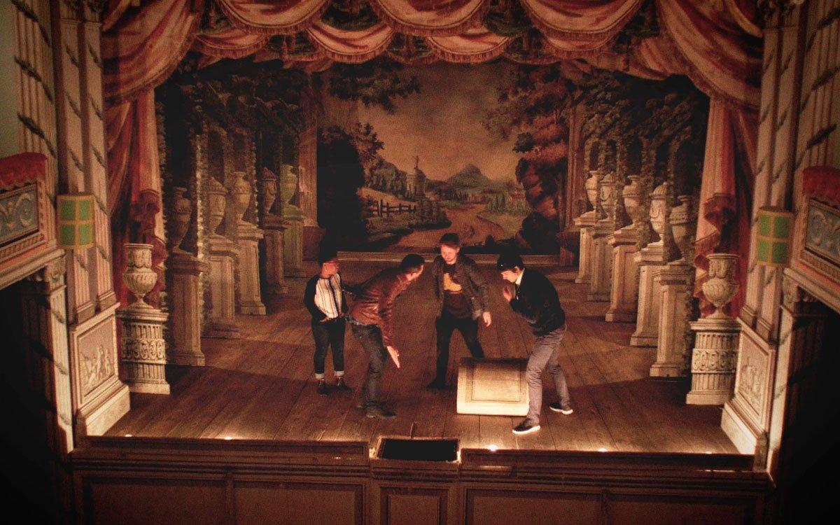 Zámecké divadlo je dodnes funkční a při představeních se stále používá unikátní soubor 16 kulis od Josefa Platzera, autora dekorací pražského Stavovského divadla, které jsou staré více jak 200 let.   z archivu seriálu Lovci zážitků