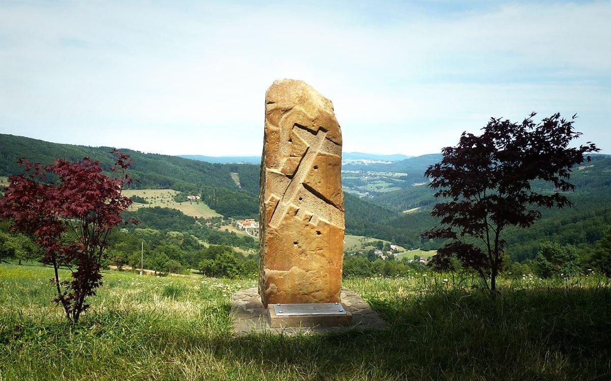Smrt jednačtyřiceti amerických vojáků připomíná v okolí Bojkovic několik památníků. | © Jitka Slavíčková