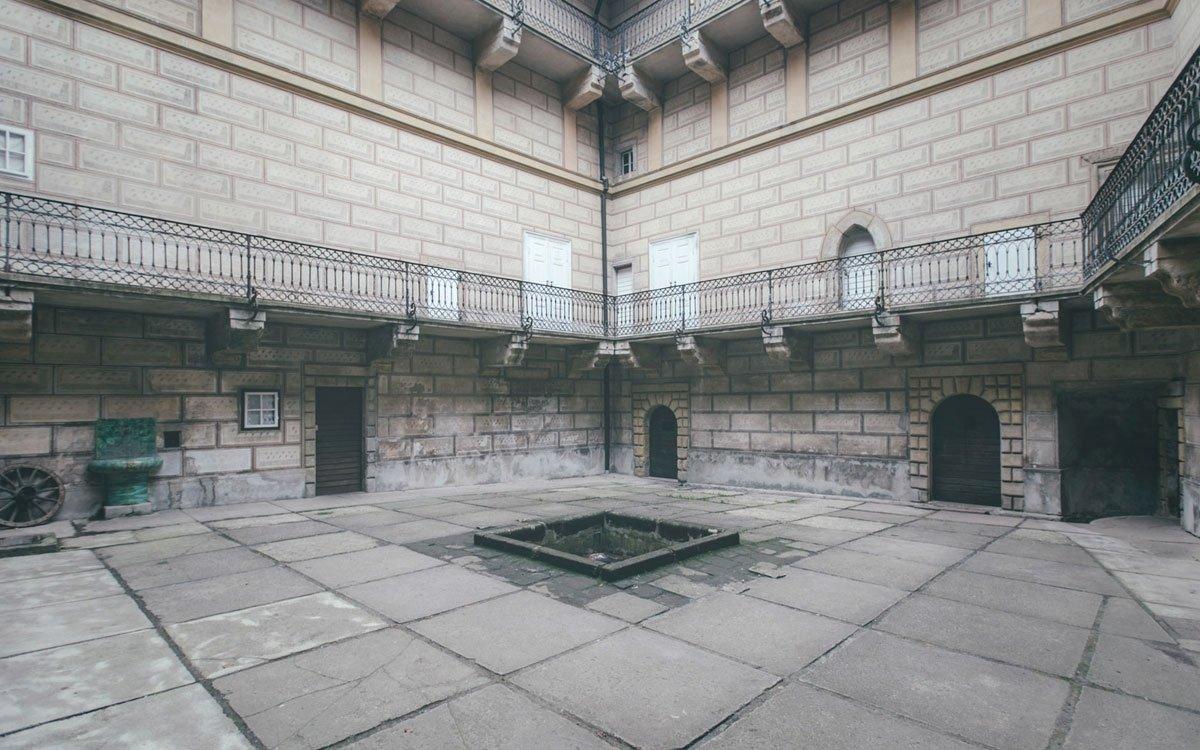 Studené hradní zdi Housky se v první polovině 70. let staly domovem nepohodlného evangelického kněze Svatopluka Karáska i jeho rodiny. Nebyl to možná nejútulnější domov, ale Karásek vzpomíná na léta strávená na hradě jako na krásné období. | © Petr Hricko