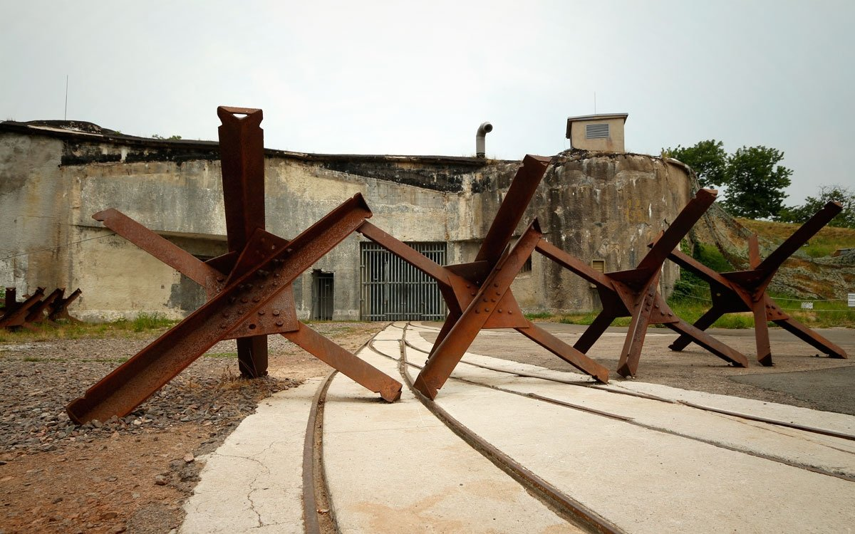 Pro poničené pevnosti se po válce jen těžko hledalo nové využití. Bouda zůstala opuštěná, zatímco na Hůrce armáda zřídila muniční sklad a vojáci objekt využívali až do roku 2008. | © sius