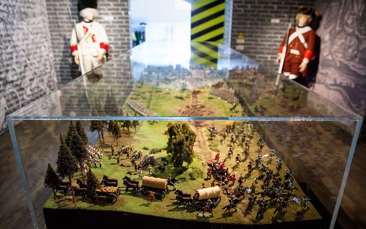Vdomě, kde slavný vojevůdce skonal, dnes můžete navštívit expozici věnovanou jeho životu a slavným vítězstvím, včetně dioramatu bitvy u Domašova svíce než pěti sty cínovými vojáčky. | © Eva Kořínková