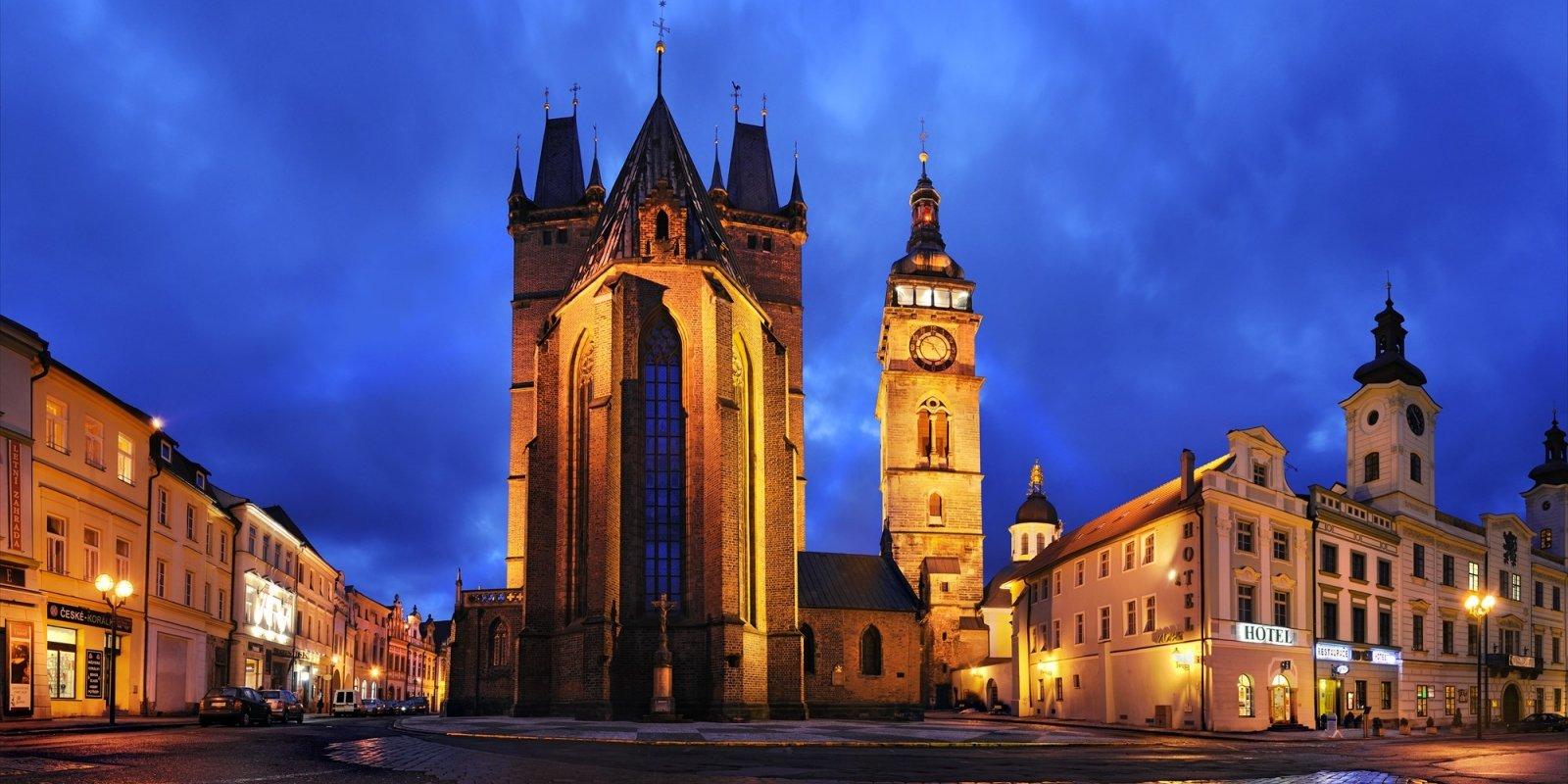 Hradec Králové, Velké náměstí s Bílou věží a katedrálou sv. Ducha I © Ladislav Renner, archiv CzechTourism