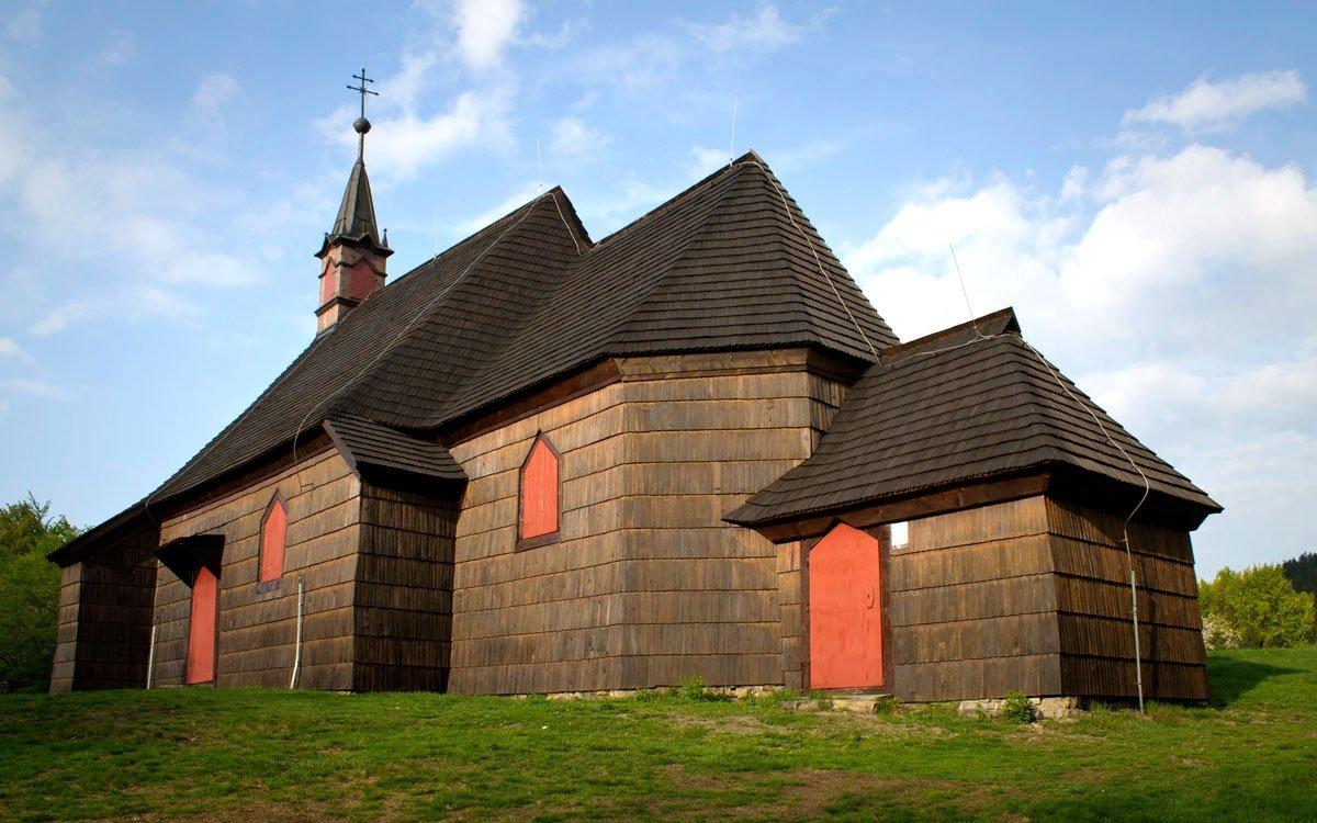 Dřevěný kostelík na Prašivé dal vystavět majitel zdejšího panství z vděčnosti Bohu za záchranu života při lovu. | © Petr Pajpach, Dreamstime