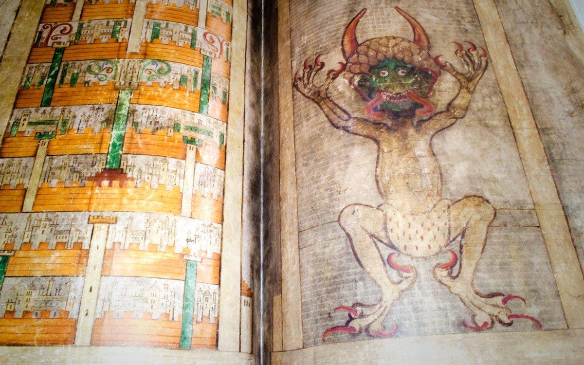 Bohužel dnes už se s Codexem gigas v Broumově nesetkáte. V roce 1594 si ho odvezl císař Rudolf II. do svých pražských sbírek a v roce 1648 putoval do Švédska jako válečná kořist z třicetileté války. O návrat bible do Čech se pokoušel prezident Václav Havel, ovšem bez úspěchu.