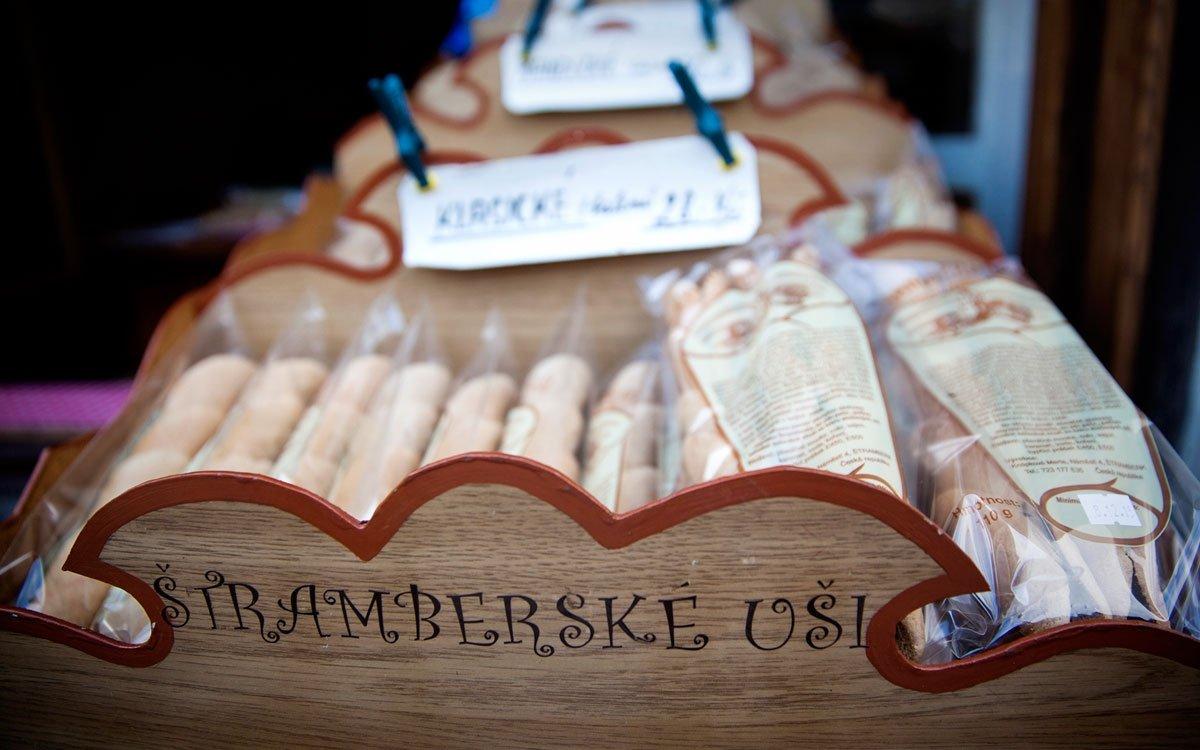 I ten, kdo na východní Moravu nikdy nezavítal, patrně někdy narazil na vyhlášenou štramberskou pochoutku – pečivo zperníkového těsta, které tvarem připomíná svinuté uši.    © Eva Kořínková
