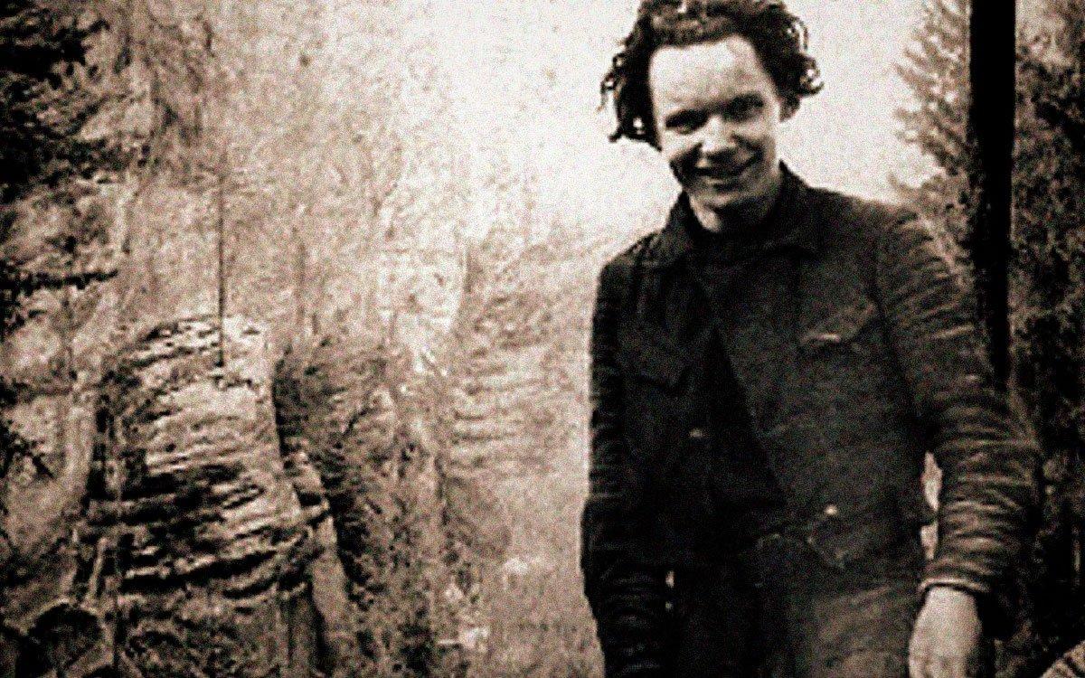 Jeden z nejlepších horolezců-pískařů Joska Smítka zmapoval pro horolezce celý Český ráj. Vydání svého díla se však nikdy nedočkal. Přesto že se rval s osudem a před nacisty se skrýval ve skalách, nakonec ho zajali a popravili jen pár dnů před koncem druhé světové války.