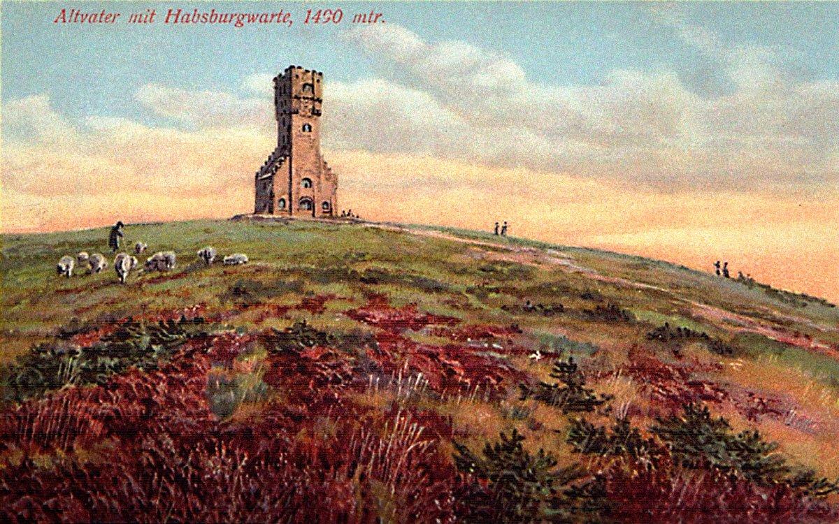 Vroce 1904–1912 vyrostla na vrcholku Pradědu takzvaná Habsburgwarte – Habsburská strážní věž. Její výška byla 32,5 metru a měla romantizující podobu hradní věže, ale protože na její stavbu byl použit nekvalitní kámen, neodolala počasí, rychle chátrala a vroce 1959 se zřítila. Na jejím místě dnes stojí vysílač, který původní věž překonal o 113,5 metru a je nejvyšším bodem v Česku. | z archivu plajzka.blog.cz