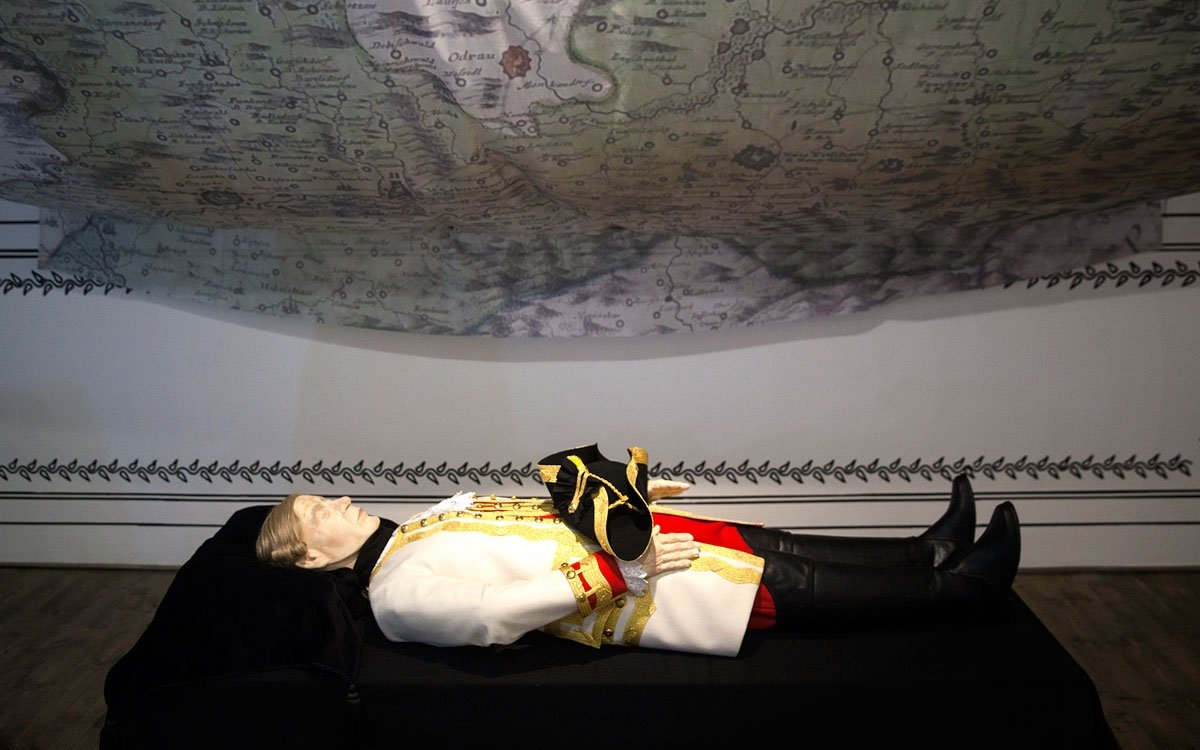 Druhý pobyt zpřelomu června a července se mu však stal osudným. Laudon onemocněl těžkým zápalem plic a už dopředu tušil, že zesláblé tělo zákeřnou nemoc nezdolá. Zvládl ještě sepsat závěť a dopis císaři Leopoldovi a 14. července, smířený se svým osudem, vydechl naposledy. | © Eva Kořínková