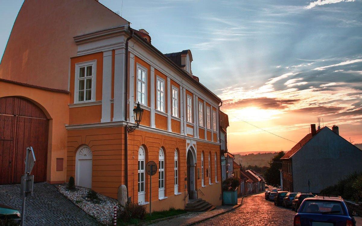 Můžete využít prohlídkových okruhů židovskou čtvrtí s průvodcem, které vám představí historii, život i tradice židů na Boskovicku, včetně návštěvy židovských památek. | © Dreamstime