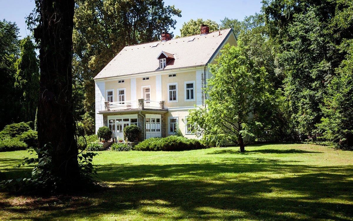 Roku 1935 dostal Čapek vilu na Strži k doživotnímu užívání od Václava Palivce, bratra svého švagra.| © Eva Kořínková