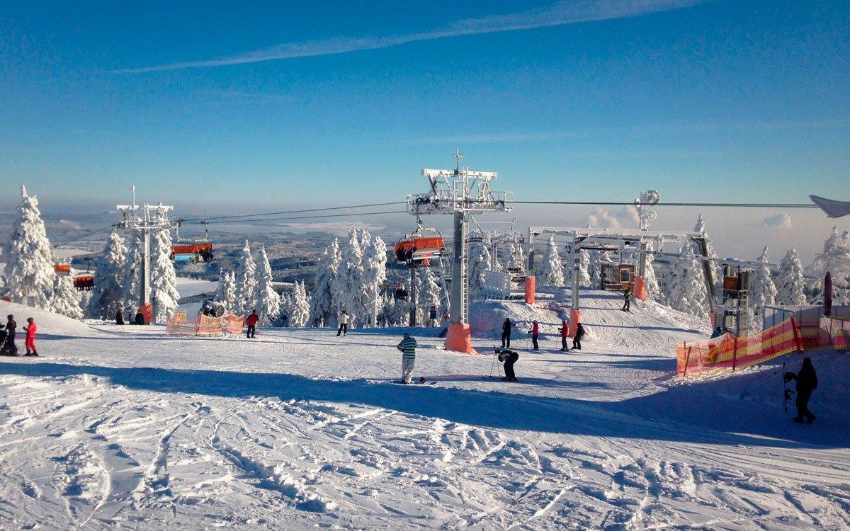 Klínovec je největším lyžařským střediskem Krušných hor, kde sníh leží v průměru 140 dnů v roce. | z archivu AHS