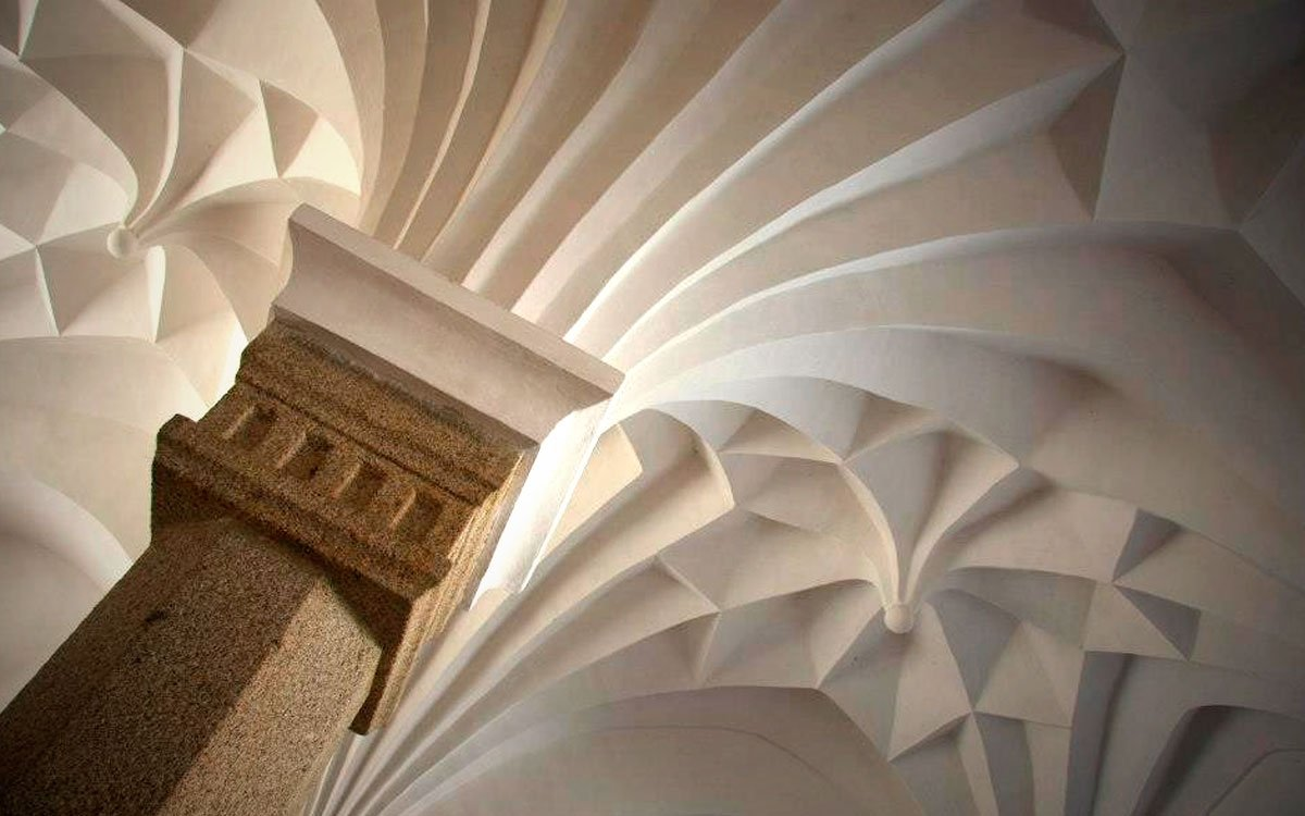 Sklípková klenba – stavební prvek, který původně vznikl na konci gotiky v Sasku, byl ve Slavonicích v období renesance dotažen k dokonalosti. Slavonické sklípkové klenby jsou mimořádné svým velmi hlubokým fazetováním a nejkrásnější z nich je nepochybně klenba bývalého mázhausu, který najdete na Dolním náměstí pod číslem 480/46. | © Ing. Libor Karásek; archiv TIC Slavonice