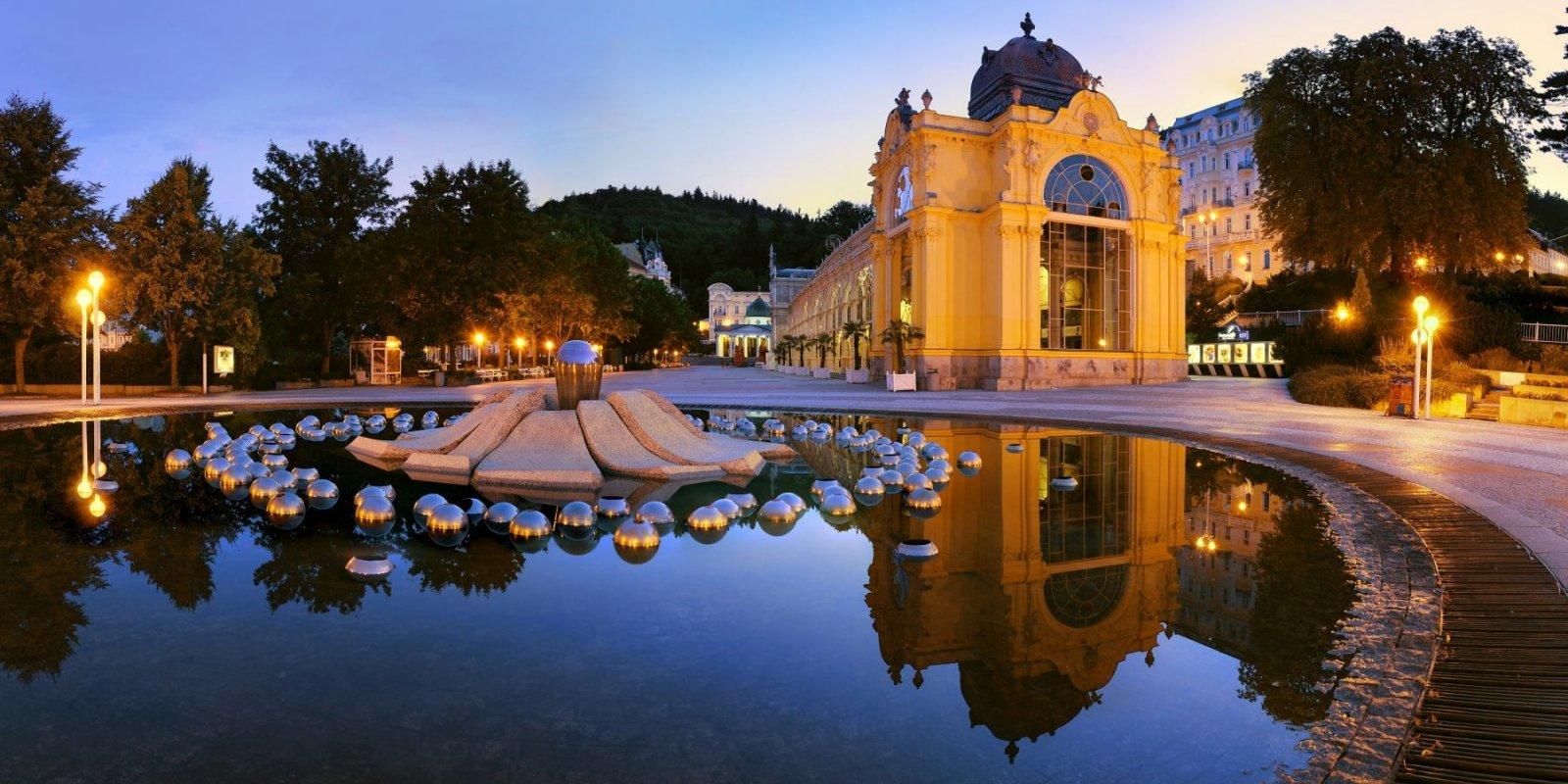Jedinečná litinová kolonáda, postavená podle projektů vídeňských architektů Miksche a Niedzielského v letech 1888–1889 je skutečným skvostem lázeňské architektury.