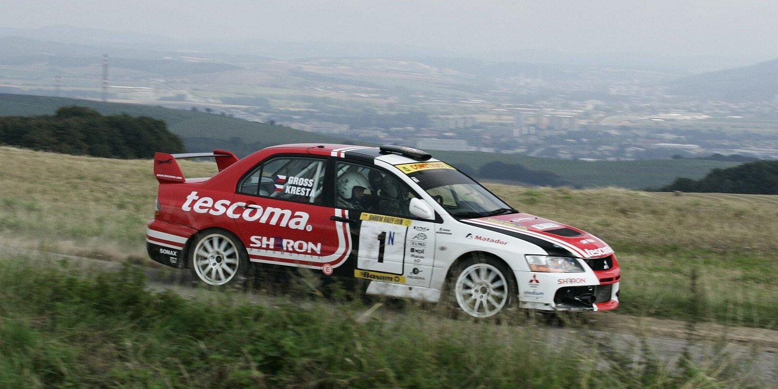 Své třetí vítězství si Roman Kresta užil v prémiovém startu v produkčním voze Mitsubishi.