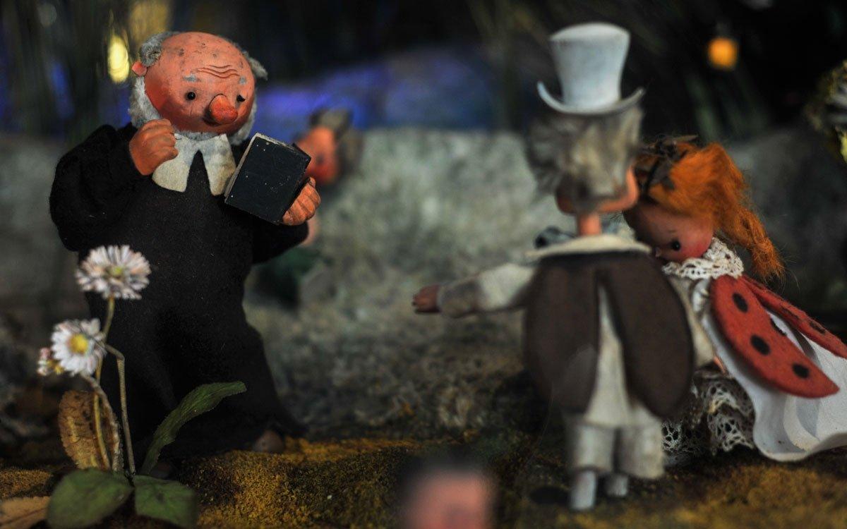 Broučci jsou považování za první českou původní autorskou pohádku pro děti. Poprvé knihu vydal Karafiát anonymně vlastním nákladem, až po sedmnácti letech byla objevena spisovatelem Janem Herbenem a díky pochvalné recenzi byla první edice rychle vyprodána. Teprve v desátém vydání roku 1912 vyšli Broučci poprvé se jménem autora. Dílo je oceňováno především pro básnický sloh a ve své době novátorský přístup ke světu dítěte. Svá autorská práva na tuto knihu odkázal Karafiát Českobratrské církvi evangelické, která díky štědrému daru mohla sponzorovat vydávání bible a vlastních církevních tisků. | © René Volfík