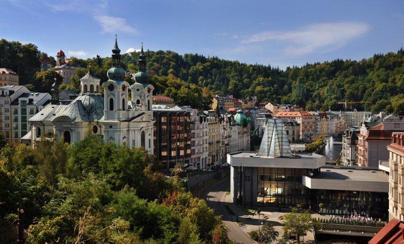 Karlovy Vary, Vřídlo a kostel sv Máří Magdaleny I © Ladislav Renner, archiv CzechTourism